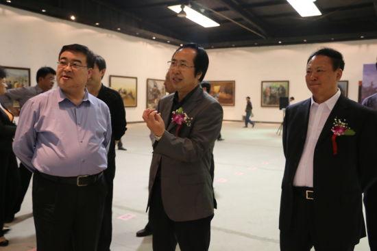 高庆荣老师为通州区委常委、统战部长洪波交流创作心得